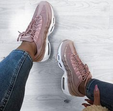 Nike Air Max 95 in rosé weiß // Foto: i.am.rachel| Instagram
