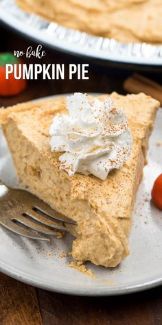 This No Bake Pumpkin Pie is an EASY pumpkin pie recipe that& completely no ., Desserts, This No Bake Pumpkin Pie is an EASY pumpkin pie recipe that& completely no bake! This creamy pumpkin pie has a graham cracker crust and all the f. Easy Pie Recipes, Easy No Bake Desserts, Pumpkin Pie Recipes, Baking Recipes, Dessert Recipes, Easy Pumpkin Desserts, Desserts Diy, Tart Recipes, Holiday Desserts