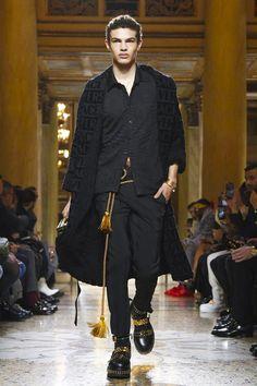 Versace Menswear Fall Winter 2018 Milan