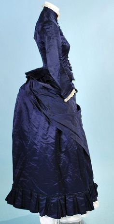 1870-80's silk satin traveling or visiting bustle gown, side.