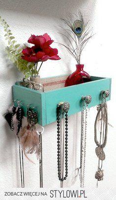 nice idea for organizing jewelries --- Stylowi.pl - Odkrywaj, kolekcjonuj, kupuj