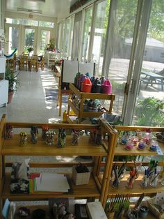 reggio school, inspiration for art making space. Classroom and Open Studio Classroom Layout, Classroom Organisation, Classroom Setting, Classroom Design, Classroom Ideas, Classroom Displays, Organization, Learning Spaces, Learning Environments