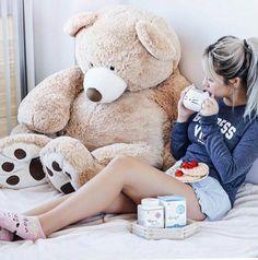 Big Teddy, Giant Teddy Bear, Teddy Bears, Cool Photos, Beautiful Pictures, Amazing Photos, Sweet Girls, Birthday Cards, Bear Girl