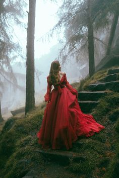 Vintage inspired couture wedding dresses and red carpet gowns handmade in Brighton England. Foto Fantasy, Fantasy Dress, Queen Aesthetic, Princess Aesthetic, Fantasy Photography, Girl Photography, Fairy Tale Photography, Pretty Dresses, Beautiful Dresses