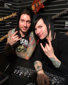 Jake & Jinxx at a signing today (Jan 22nd 2016)<< looking has fabulous as always.