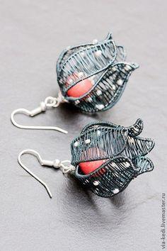 Envoltura de alambre. MK. Ideas Ejemplos | VK Wire Wrapped Earrings, Wire Earrings, Earrings Handmade, Handmade Jewelry, Flower Earrings, Wire Jewelry Designs, Metal Jewelry, Wire Crafts, Jewelry Crafts