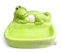 This friendly alligator will keep watch over the soap for you...