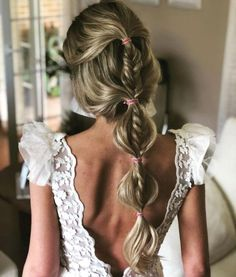Wedding Hairstyles You Will Want to Wear Right Now: What's Stopping You?, HAİR STYLE, Half up half down braided bubble ponytail. Talk about mixing wedding hairstyles! Bride Hairstyles, Down Hairstyles, Pretty Hairstyles, Easy Hairstyles, Beauty Tips For Hair, Hair Beauty, Bubble Ponytail, Braid Ponytail, Braids