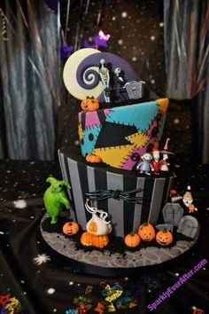 Cakes with Character: Nightmare Before Christmas Cake - Kids halloween Bolo Halloween, Halloween Torte, Halloween Treats, Halloween Birthday Cakes, Cute Halloween Cakes, Halloween Costumes For 3, Halloween Wedding Cakes, Halloween Rocks, Disney Halloween