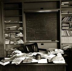 Albert Einstein desk - si ya sabía yo que en el fondo soy un genio