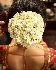 click-on-the-photo-to-book-your-wedding-photographer-south-indian-bride-hair-style-flower-gajra-ideas-south-east-asian-bride-hari-malyalee-bride-h/ SULTANGAZI SEARCH Bridal Hairstyle Indian Wedding, Bridal Hair Buns, Wedding Bun, Bridal Hairdo, Indian Wedding Hairstyles, Trendy Wedding, Wedding Ideas, Wedding Designs, Elegant Wedding