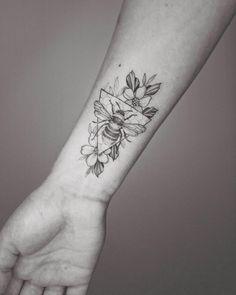 Jäger Tattoo, Tattoo Shop, Body Art Tattoos, Tattoo Drawings, Sleeve Tattoos, Shape Tattoo, Tatoos, Word Tattoos, Glyph Tattoo