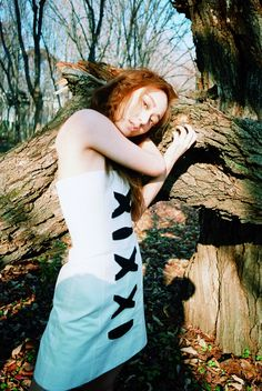 f(x)'s Krystal is one with nature in her lovely and artistic solo pictorial with 'Marie Claire' magazine. She's wearing the 2016 spring collection for… Krystal Jung, Jessica & Krystal, Marie Claire, 54 Kg, Harpers Bazaar, Korean Girl Groups, Kpop Girls, Editorial Fashion, Korean Fashion