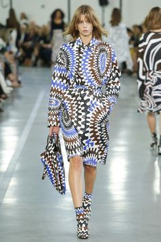 Emilio Pucci - Spring 2017 Ready-to-Wear // long sleeve printed dress