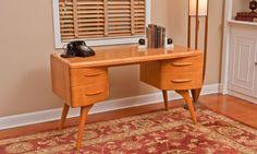 vintage desk Read more: Heywood-Wakefield furniture -- still made new today in the USA - Retro Renovation Mid Century Modern Desk, Mid Century Decor, Mid Century House, Mid Century Modern Furniture, Mid Century Style, Mid Century Design, Mcm Furniture, Vintage Furniture, Furniture Styles