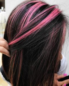 Straight Black with Pink Highlights # black Hair 19 Hottest Black Hair with Highlights Trending in 2019 Rosa Highlights, Hair Color Streaks, Black Hair With Highlights, Color Highlights, Pink Streaks, Chunky Highlights, Brunette Highlights, Caramel Highlights, Pink And Black Hair