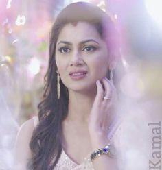 Güzelliğiyle büyülüyor All Actress, Indian Tv Actress, Indian Actresses, Sriti Jha, Kumkum Bhagya, Tv Actors, Bridal Outfits, Best Actor, Bollywood Actress