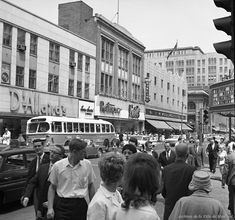 St-Catherine Street, This 1961 photo of St-Catherine Street at the corner of Mansfield, where Place Montreal Trust stands today. Quebec Montreal, Old Montreal, Montreal Ville, Quebec City, Jamaica, Barbados, Photos Du, Old Photos, Bolivia