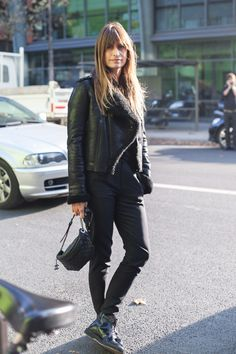 babe in all black on the street // www.babesngents.com // #babesngents