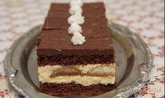 Ebben a süteményben megvan minden, ami egy finom édességhez kell. Puha kakaós tészta adja a kitűnő kakaós-krémes piskótaszelet alapját (egyenként 6-6 tojásból készül), ami közé vaníliapudingos lágy krém kerül, a tetejére pedig csokoládéöntet. A vaníliakrémet egy réteg rumos kávéba mártott babapiskótával dobtam fel. Bevallom, a csokikrémet boltban vásároltam, mert nem volt otthon elég étcsokoládé, de így is pompás lett. No Bake Cake, Vanilla Cake, Nutella, Tiramisu, Deserts, Food And Drink, Sweets, Cookies, Baking