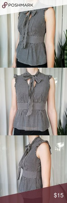 Banana Republic Houndstooth Top Banana Republic top. Size small. Black and offwhite/gray houndstooth print. Sleeveless. Slight peplum. Tie at the neck. Invisible zipper on the side. Shell 70% cotton 30% silk. Black lining 100% cotton. Banana Republic Tops Blouses