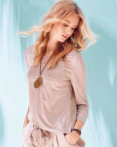 burda style, Schnittmuster, Shirt 02/2016 #103, Manchmal reicht ein Basic-Top, wie hier das Modell mit Minibrusttasche und asymmetrischem Saum, für den Look.