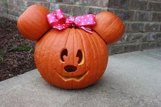 Minnie Mouse Pumpkin, so cute! Minnie Mouse Pumpkin, Disney Pumpkin, Holiday Crafts For Kids, Holiday Fun, Festive, Holidays Halloween, Happy Halloween, Fall Decorations, Halloween Decorations