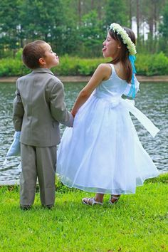 this is too cute I wanna do that but not with my flower girl and ring boy but with me and my groom