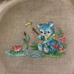 "Kiyoko Ozawa on Instagram: ""5つ目😊 これも可愛い😍 #ヴェロニクアンジャンジェ#クロスステッチ#刺繍#趣味#手芸#手作り#手仕事#ハンドメイド#30カウント#リネン#レブロドゥーズパリジェンヌ"" Bargello, Needlepoint, Hand Embroidery, Needlework, Cross Stitch, Wall Art, Knitting, Canvas, Embroidered Towels"