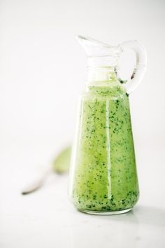 5 Minute Cilantro Avocado Dressing - so easy and it goes on anything! made with simple ingredients like cilantro, avocado, Greek yogurt, garlic, and lime juice. Avocado Dressing, Salad Dressing Recipes, Salad Recipes, Salad Dressings, Green Goddess Dressing Recipe Avocado, Avocado Vinaigrette, Southwestern Salad, Sauces, It Goes On
