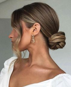 Sleek Hairstyles, Bride Hairstyles, Bridesmaid Updo Hairstyles, Bridesmaid Hair Bun, Spanish Hairstyles, Simple Elegant Hairstyles, Cute Bun Hairstyles, Pulled Back Hairstyles, Simple Updo