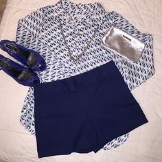 """Ann Taylor City Short, Size 10 Worn only a couple times, 3"""" inseam, hidden zipper on the side. Ann Taylor Shorts"""