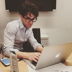 Broadway's new #hedwig, @darrencriss, hanging out, answering questions on the @WSJ Speakeasy Facebook page  #hedwigonbroadway #glee