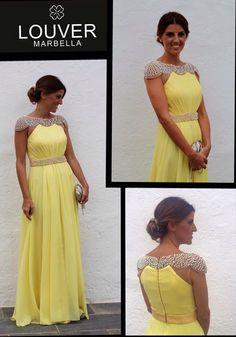 Precioso vestido amarillo con espectacular y llamativos hombros y cintura de pedrería . Ideal para lucir en una boda de tarde. Disponible en nuestro showroom