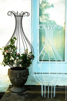 New Cost-Free Wrought Iron trellis Strategies Property decorating with wrought iron is usually as strong nowadays as being the wrought iron stainless steel . Wrought Iron Trellis, Wrought Iron Decor, Wrought Iron Bench, Obelisk Trellis, Garden Trellis, Obelisks, Balcony Garden, Garden Art, Garden Design
