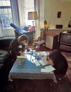 John Lennon and Yoko Ono Photographed by Linda McCartney ~Peace ❤☮✌✿❀(✿ ˘⌣˘)