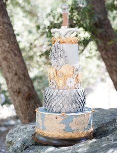 Game of Thrones Wedding Cake    http://www.thatsnerdalicious.com/nerd-cakes/this-game-of-thrones-cake-is-worth-going-to-war-over/#!uzV5A