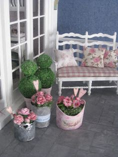 Great website - beautiful dollhouse decor!