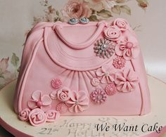 pink handbag cake- wow this is great! Girly Cakes, Fancy Cakes, Pink Cakes, Gorgeous Cakes, Pretty Cakes, Amazing Cakes, Fondant Cakes, Cupcake Cakes, Fondant Bow