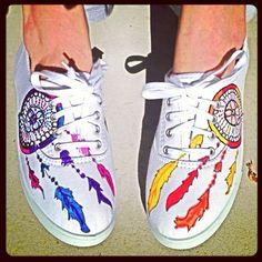 Dream catcher shoes! DIY shoes canvas - We love anything with Dream Catchers! They just need some pretty laces to make them more colorful!