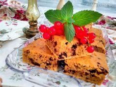 Výborný lahodný koláč plný zdravých surovín :) A kľudne môže byť aj bezlepkový ak sa múka nahradí pomletými  bezlepkovými ovsenými vločkami.