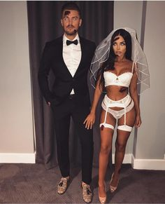 Hubby & Wifey 👻💑🎃 via 💕 Couples Halloween Outfits, Cute Couples Costumes, Cute Couple Halloween Costumes, Cute Halloween, Hot Couple Costumes, Playboy Bunny Costume Halloween, Maquillage Halloween Clown, Halloween Disfraces, Dead Bride Costume