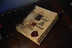 Libro delle ombre Almanack - streghe 50 incantesimi di TheWitcheryCrafts su Etsy https://www.etsy.com/it/listing/259800562/libro-delle-ombre-almanack-streghe-50