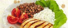 Combinação perfeita para manter o peso e a saúde: arroz, feijão, salada e carne.