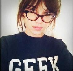 Hemos tenido un nuevo flechado con Alexa Chung. Perfecta again con gafas de pasta!