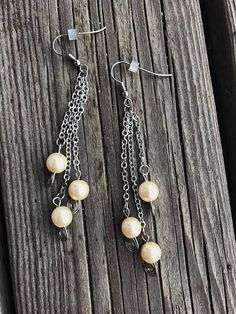 Earrings with white wax pearls