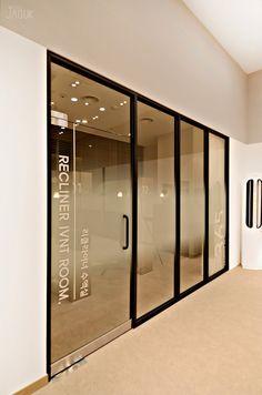 Modern Office Design, Office Interior Design, Office Interiors, Startup Office, Window Film, Windows And Doors, Decoration, Glass Door, Office Decor