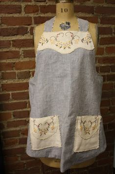 Join the Revolution!: Something to do with those old linens Vintage Table Linens, Aprons Vintage, Vintage Linen, Vintage Textiles, Vintage Patterns, Revolution, Calico Fabric, Cute Aprons, Altered Couture