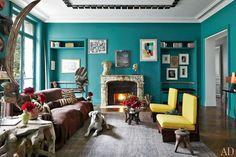Stefano Pilati's Paris Duplex Apartment Renovation : Architectural Digest -- fantastic blue living room Living Room Turquoise, Turquoise Walls, Bedroom Turquoise, Teal Walls, Turquoise Furniture, Green Walls, Architectural Digest, Duplex Apartment, Apartment Renovation