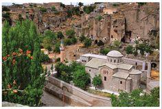Kilise Cami(Aziz Gregorius Kilisesi)-Aksaray Güzelyurt ilçesinde bulunan kilise M.S 385 yılında Bizans imparatoru Theodoslus tarafından yaptırılmıştır.
